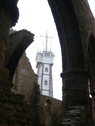 L'abbaye et le phare de la pointe de Saint-Matthieu