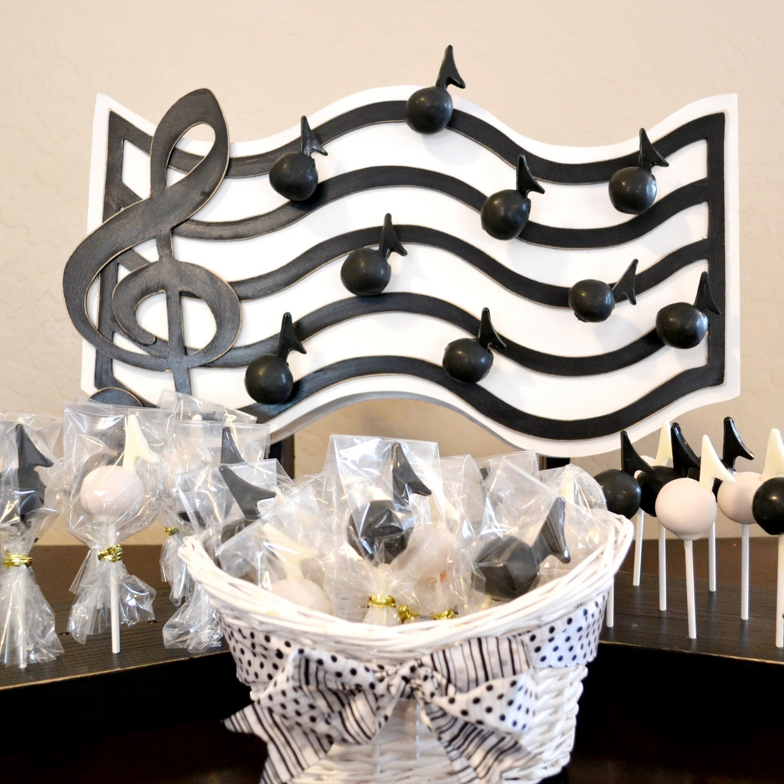 The sew er the caker the copycat maker music cake pop stand for Pop cake decoration