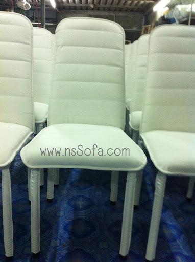 โซฟาสั่งทำ และโต๊ะทานข้าว เก้าอี้  และโต๊ะวางทีวี ใน T.W. Jomtien Beach Condominium Platinum Suites