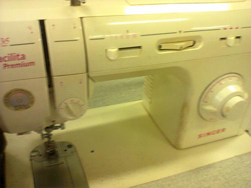 Máquina de costura Singer - curso de corte e costura
