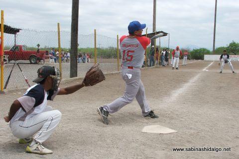 Cruz Sánchez de Los H de Vallecillo en el softbol del Club Sertoma