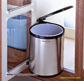 Thùng rác gắng liền với cánh tủ bếp