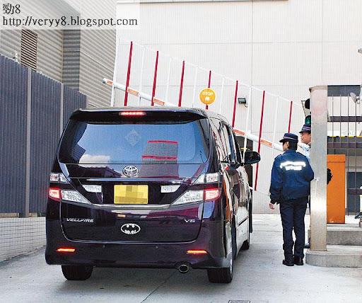 上星期四,黃浩坐車到警署,逗留超過兩小時,為掌摑事件,錄了一份詳細口供。