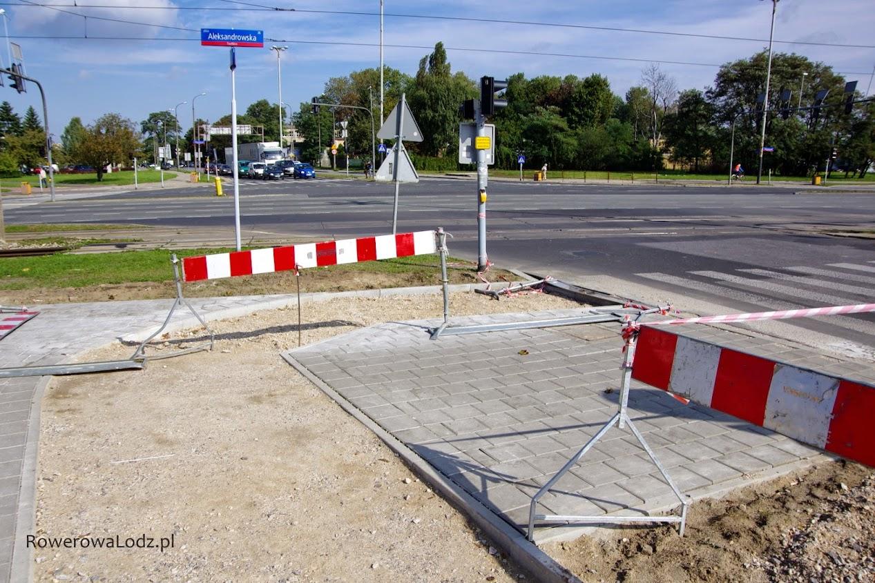 Skręt z ul. Traktorowej w ul. Aleksandrowska bezsensownie ostry!