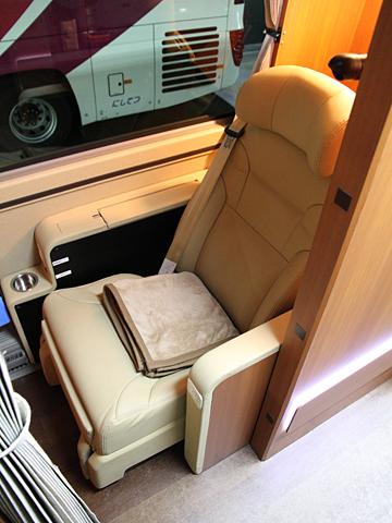 西日本鉄道「はかた号」 0002 個室型プレミアムシート その2