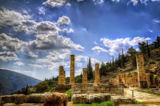 μαντείο των Δελφών,ναός υπέρ των Θεών Απόλλων και Διονύσου,Delphi, temple to the gods Apollo and Dionysus.