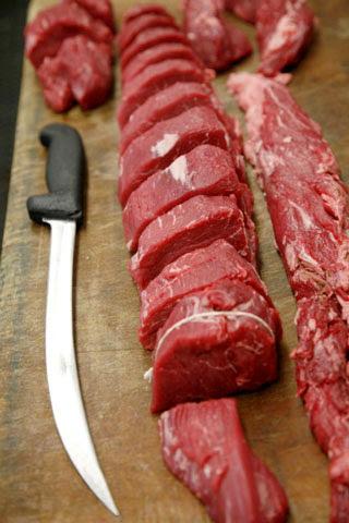 a013 Các bước đơn giản cắt thăn nội bò Tenderloin nhanh và đẹp mắt nhất