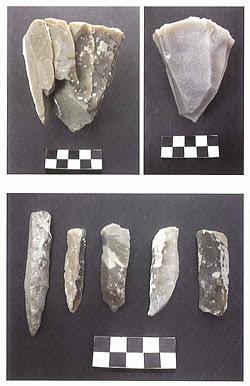 """Reconstrucción de la técnica laminar en Casa Montero. Fuente: """"La M-50 salva la minería neolítica""""."""