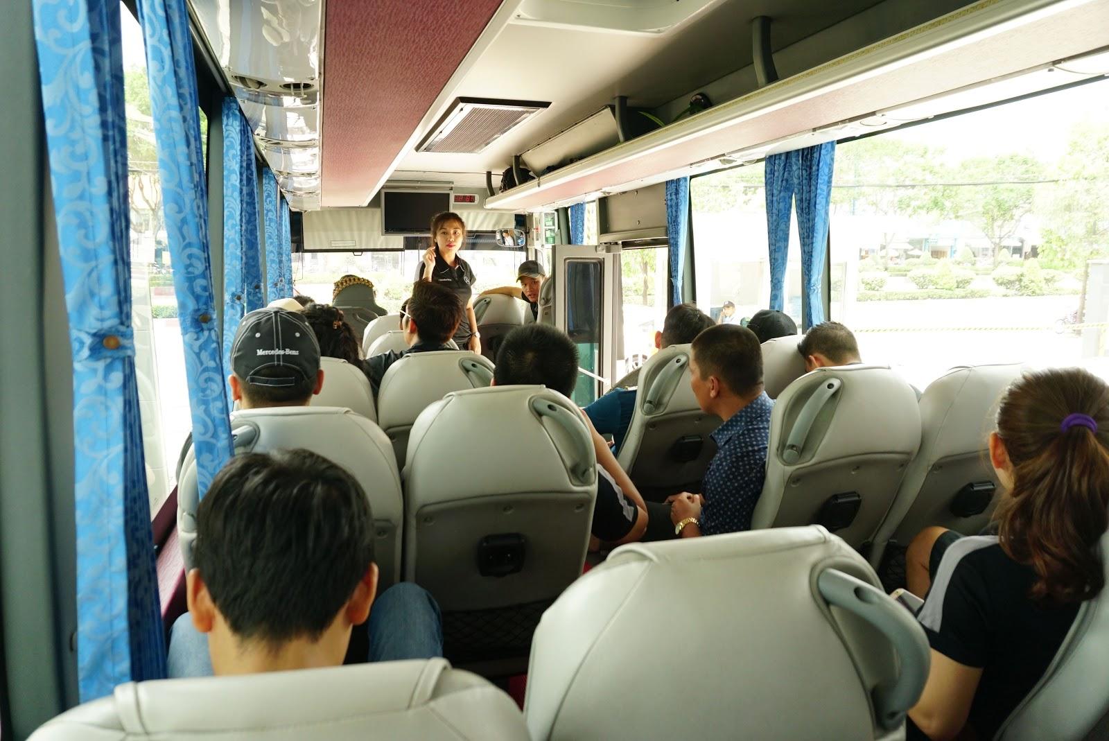 Tất cả tập trung tại Mercedes Benz Vietnam Star Trường Chinh và lên đi xe chung