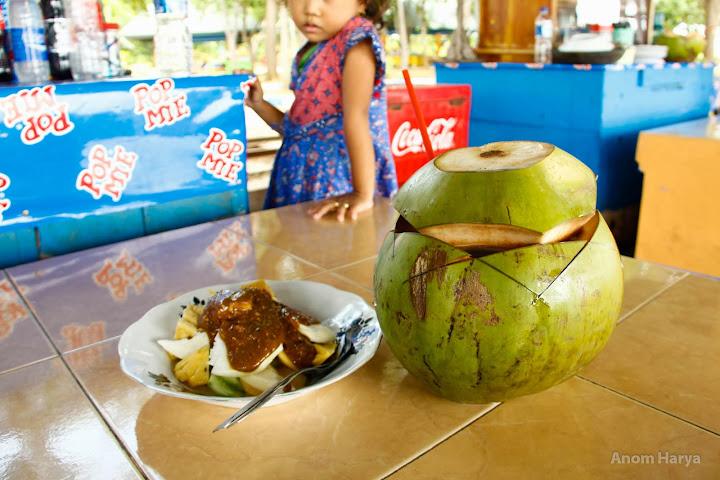 Makanan wajib di Pantai Bentar