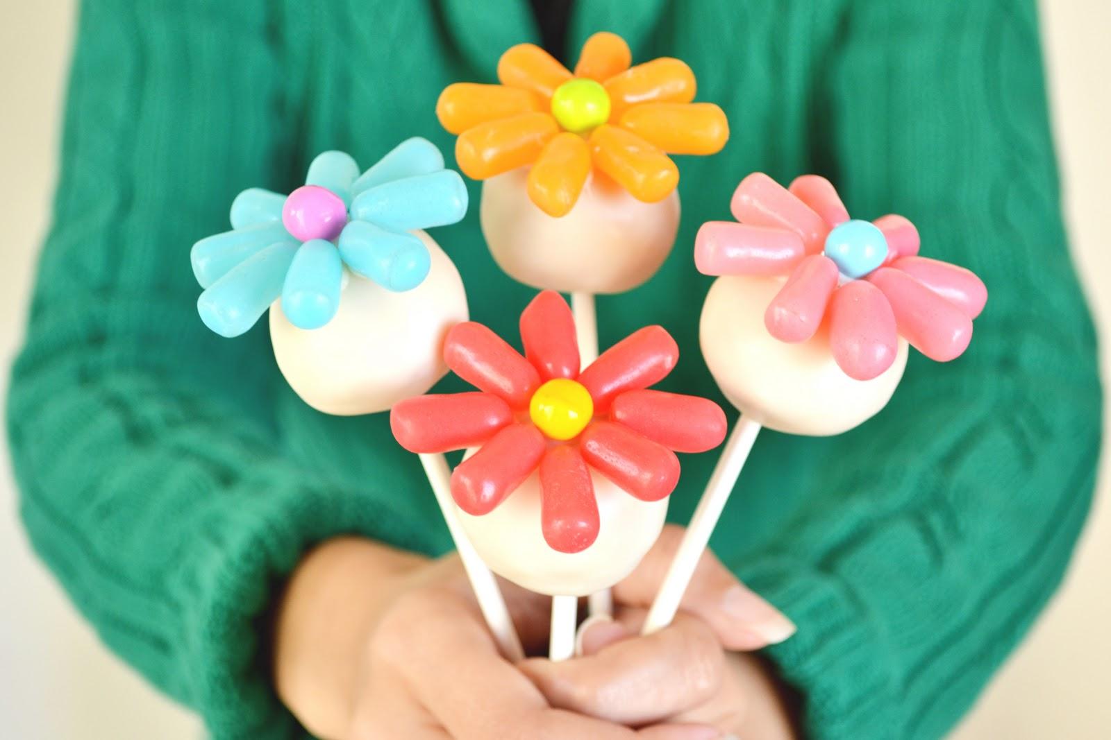 Lawyer Loves Lunch: Bakerella\'s Flower Cake Pops