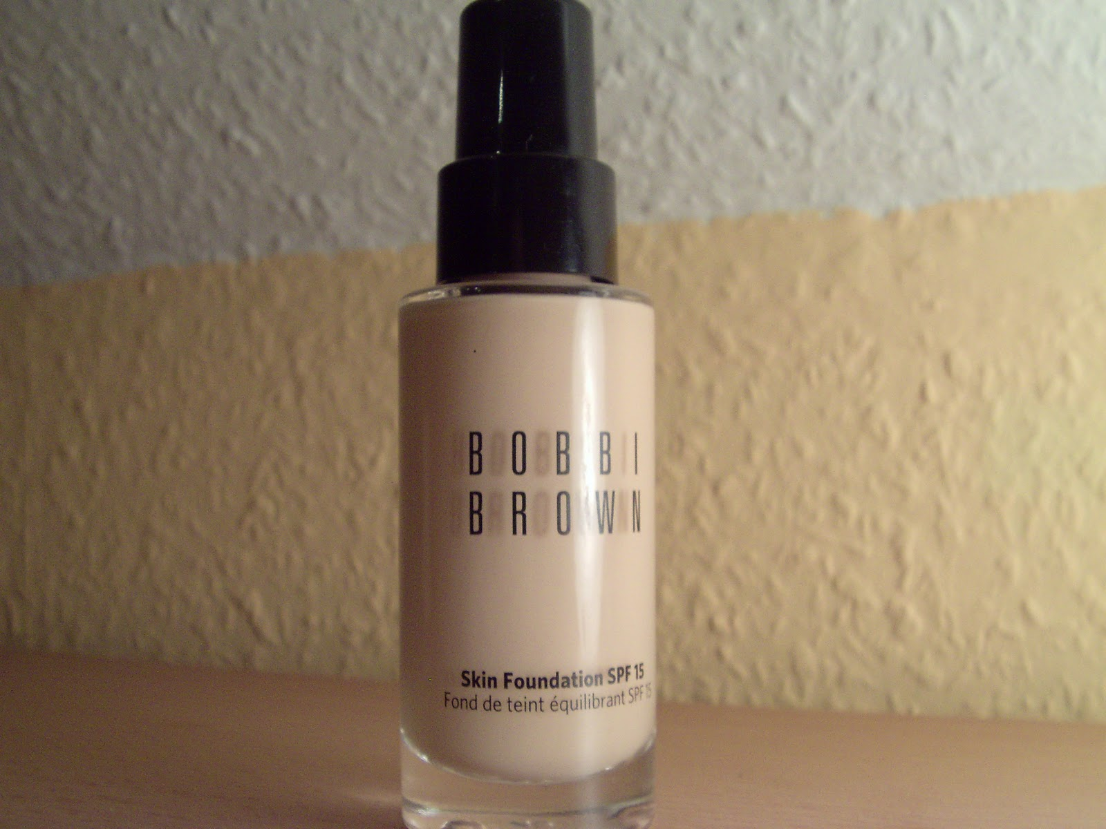 tinas beauty blog review bobbi brown skin foundation in der farbe 0 porcelain. Black Bedroom Furniture Sets. Home Design Ideas