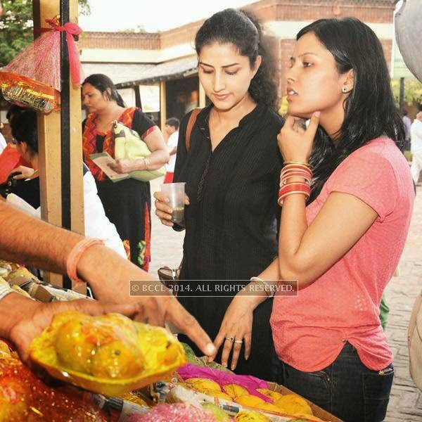 Customers buying mango at the 26th Mango Festival, organised by Delhi Tourism at Dilli Haat, Pitampura, Delhi.
