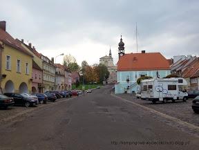 """na zdjęciu widać rynek miasteczka Lubomierz, gdzie nakręcany był film """"Sami Swoi"""""""