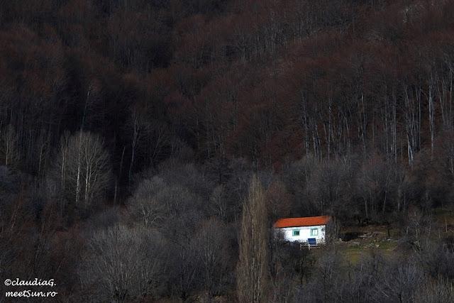 Case de munte, Valea Cernei.