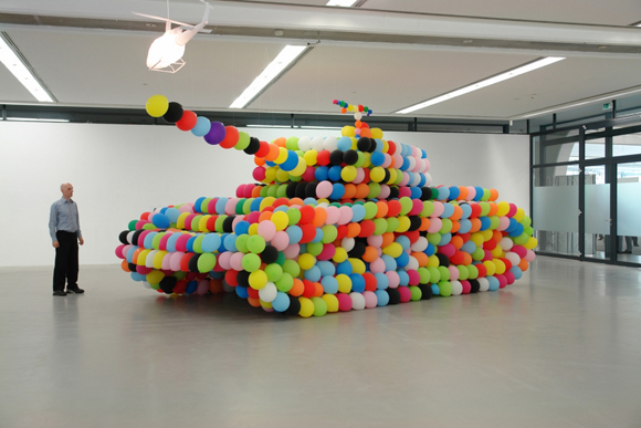 Balloon Tank by Idee Inges