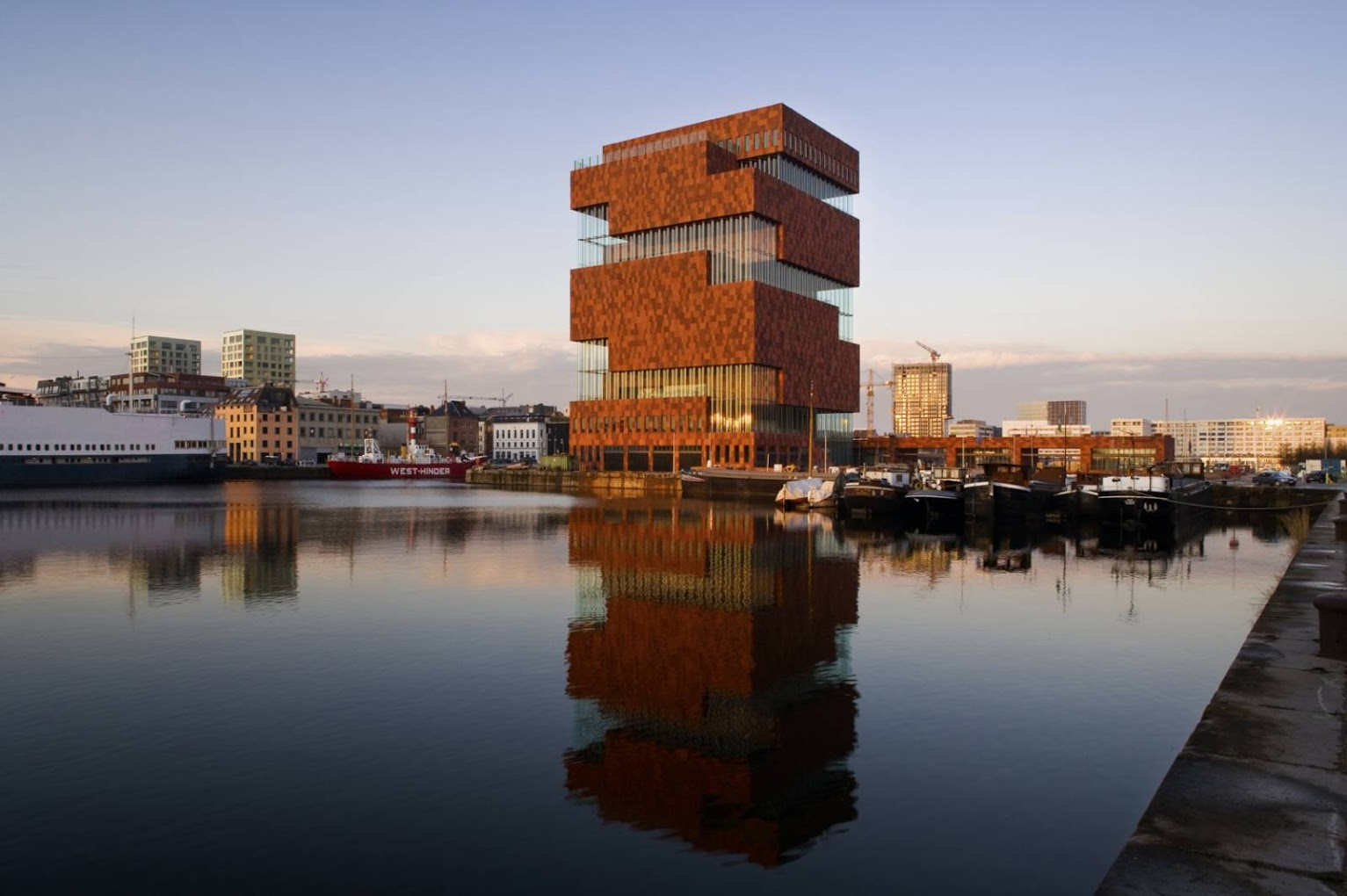 Hanzestedenplaats, 2000 Anversa, Belgio: Museum Aan De Stroom by Neutelings Riedijk Architects