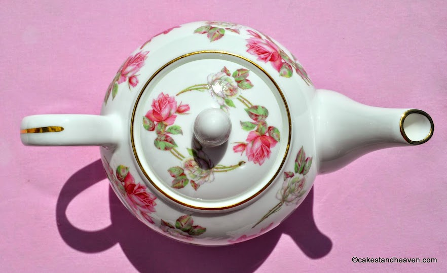 Fine Bone China Elizabeth Rose Aynsley Teapot