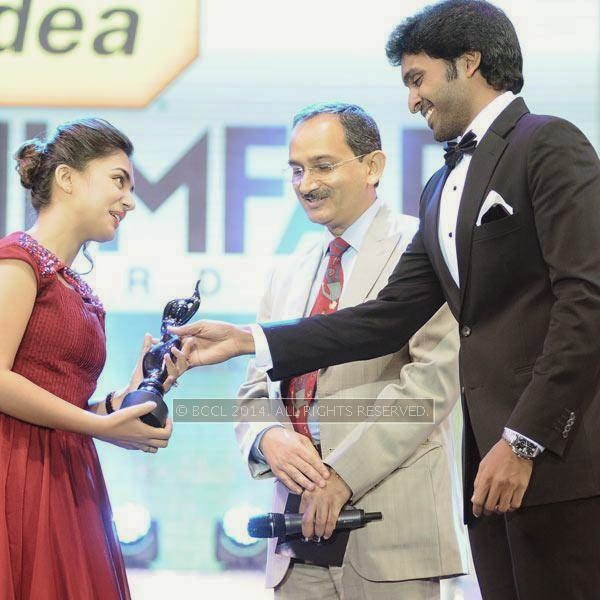 Vikram Prabhu and Idea Cellular MD Himanshu Kampania present Best Debut Award (Female) to Nazriya Nazim for the film 'Neram' during the 61st Idea Filmfare Awards South, held at Jawaharlal Nehru Stadium in Chennai, on July 12, 2014.