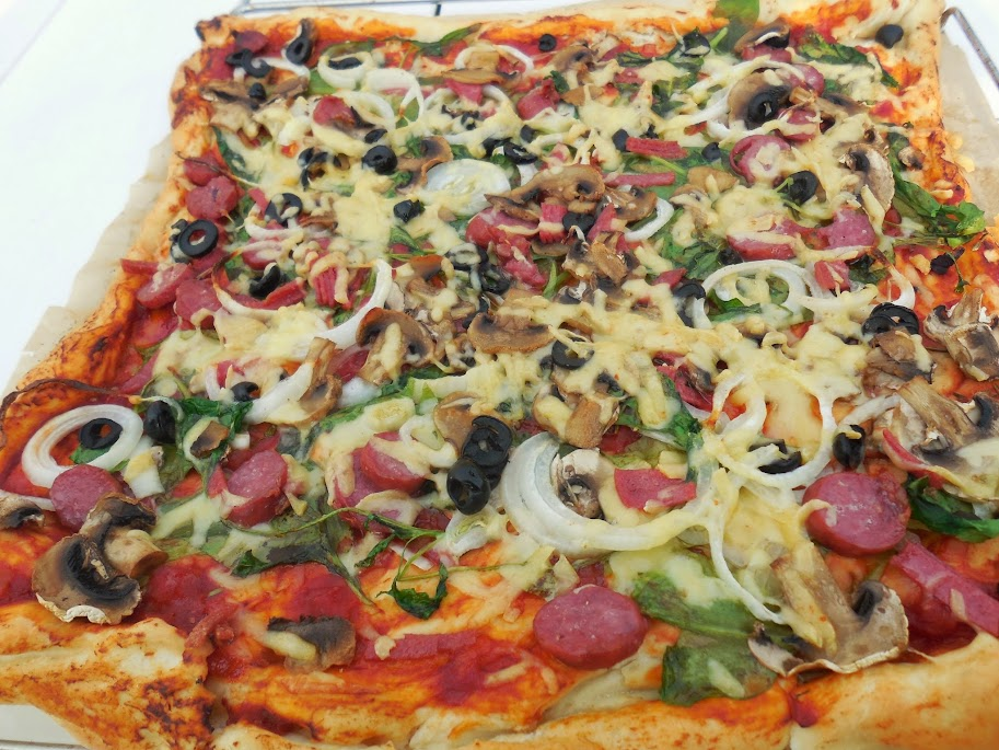 Healthy pizza recipes - spinach pizza by Welcome to Mommyhood