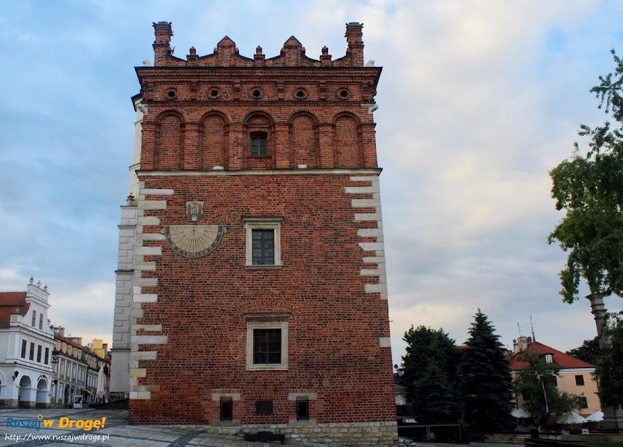 Sandomierz nad Wisłą - rynek i ratusz z zegarem słonecznym