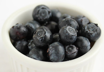 close-up photo of a bowl of fresh blueberries