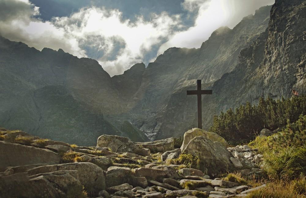 Krzyż nad Czarnym Stawem pod Rysami