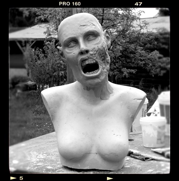 Buste échelle 1 zombie girl Zombie-bust01