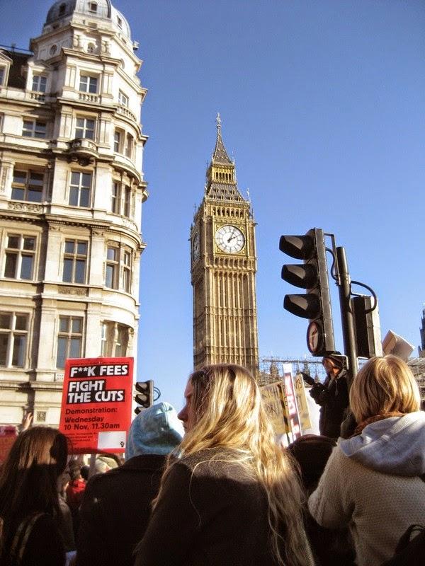 遊行人士來到大笨鐘 = 英國國會前