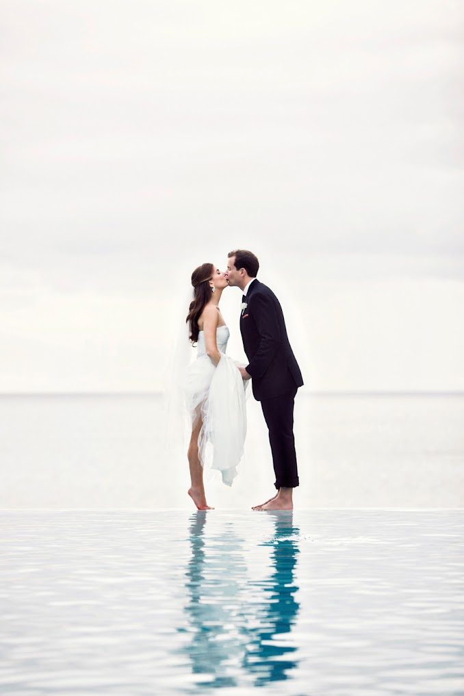 infinity pool kiss-puerto rico wedding