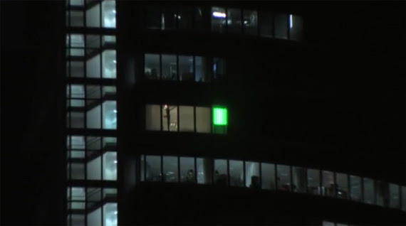 La luz verde parpadeante de la Torre Espacio