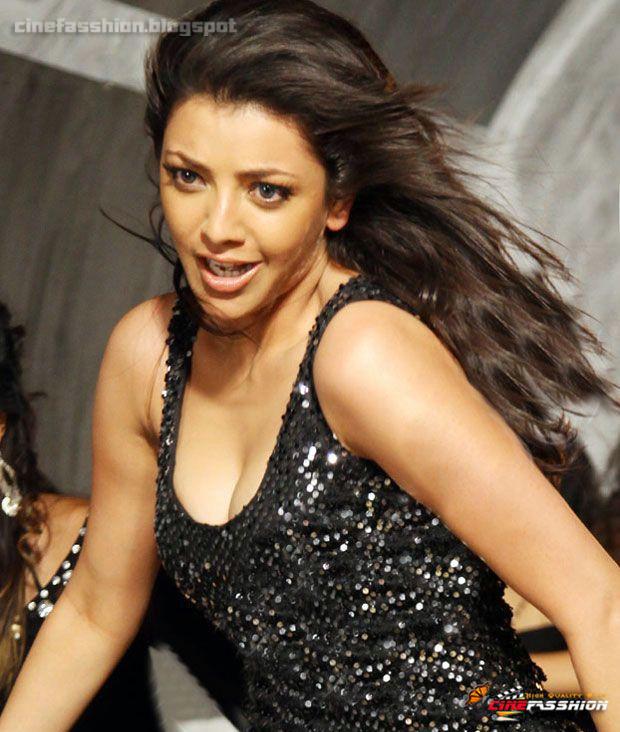 kajal aggarwal latest hotest boob show high quality