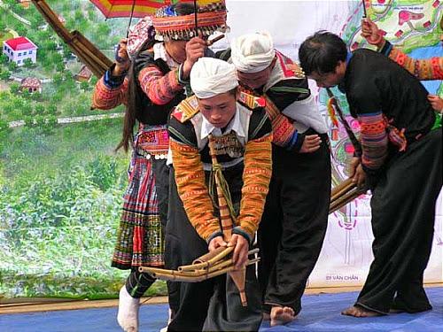 Lehoikenmong2 Lời nguyền trên đá của người Mông