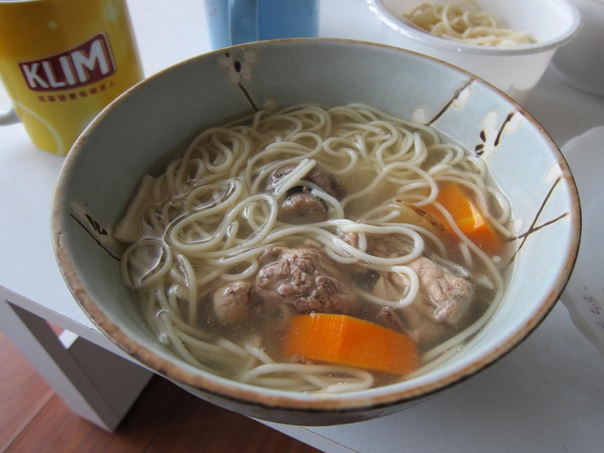 當歸紅蘿洋菇燉雞塊湯麵