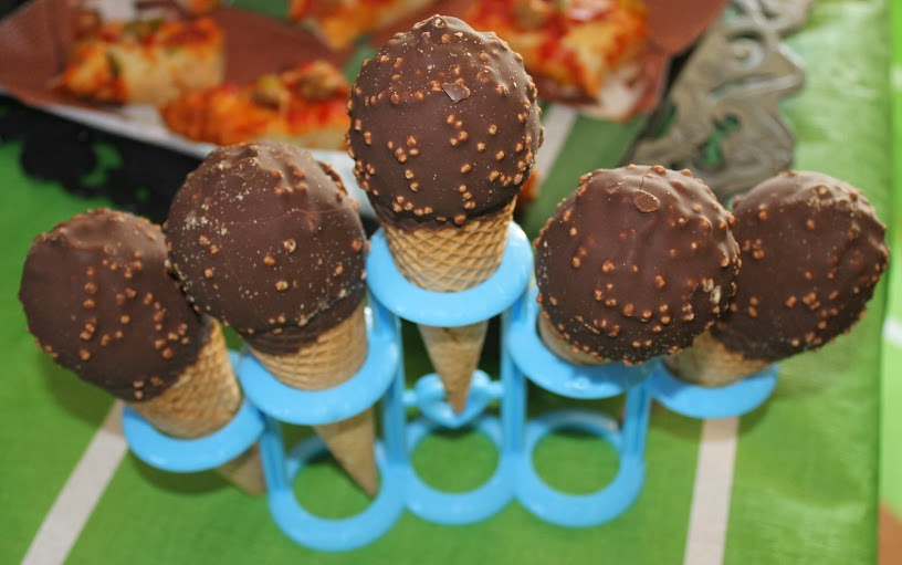 Nestle Crunch-Dipped Drumsticks Served with My Football Ice Cream Cake Recipe #GameTimeGoodies