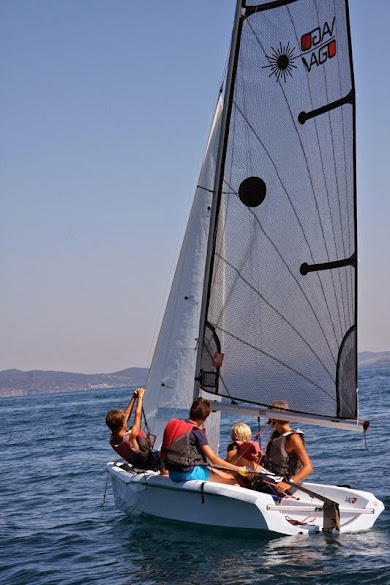 Kids learning to sail near porto Santo Stefano