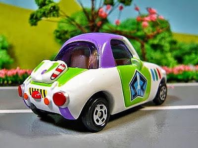 Chiếc xe có độ bóng đẹp rất thu hút trẻ nhỏ