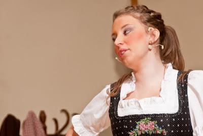 Die Markgräfler Weinprinzessin Laura Kiefer macht auch auf der Schauspielbühne eine gute Figur.