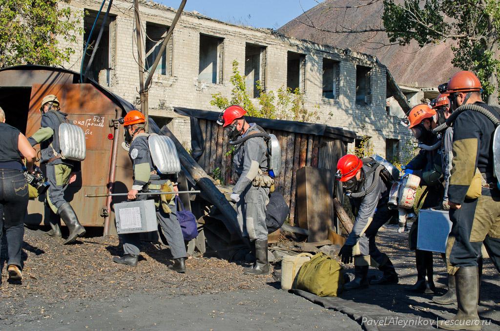 Горноспасатели идут в шахту