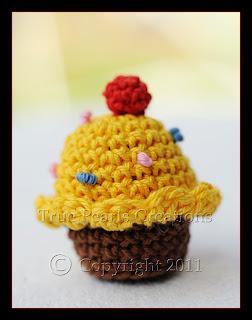 True Pearls Creations: Free crochet cupcake pattern
