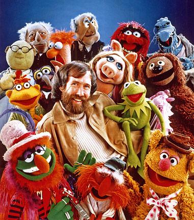 Jim Henson con algunos de sus personajes más famosos