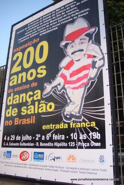 Tour pela exposição 200 anos de ensino de dança de salão no Brasil