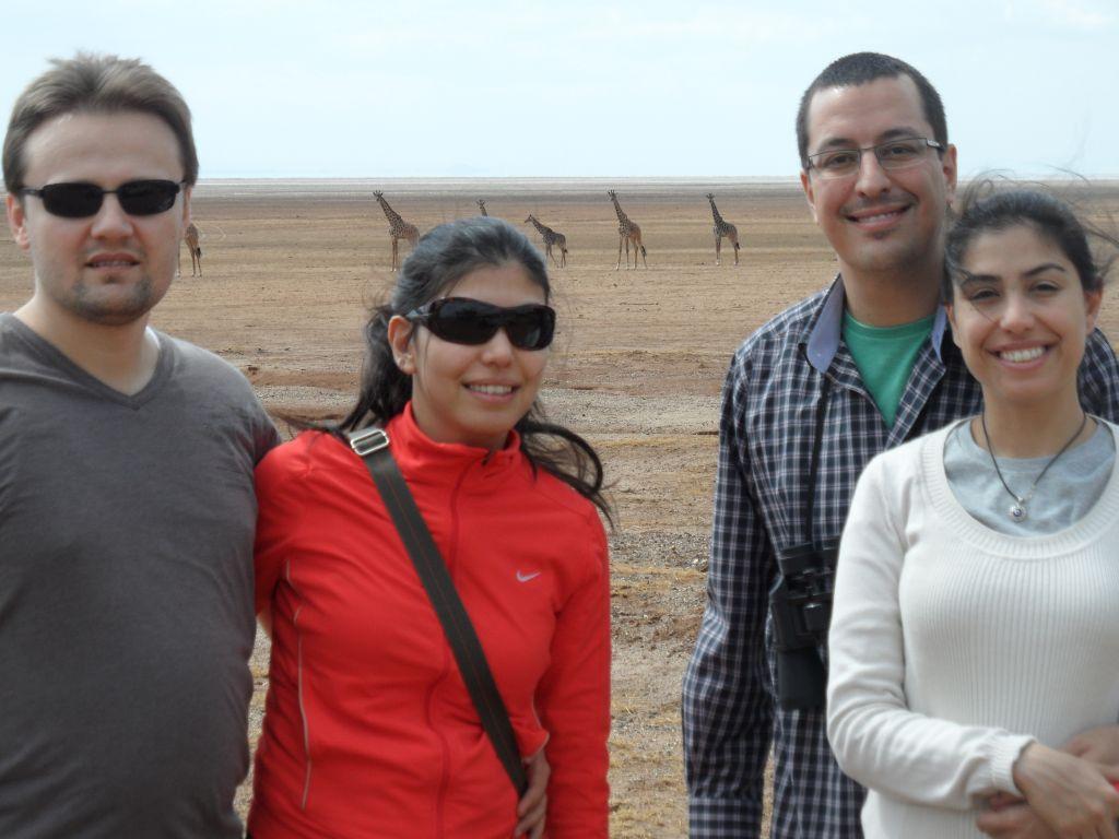 Manyara gölünde zürafalar önünde