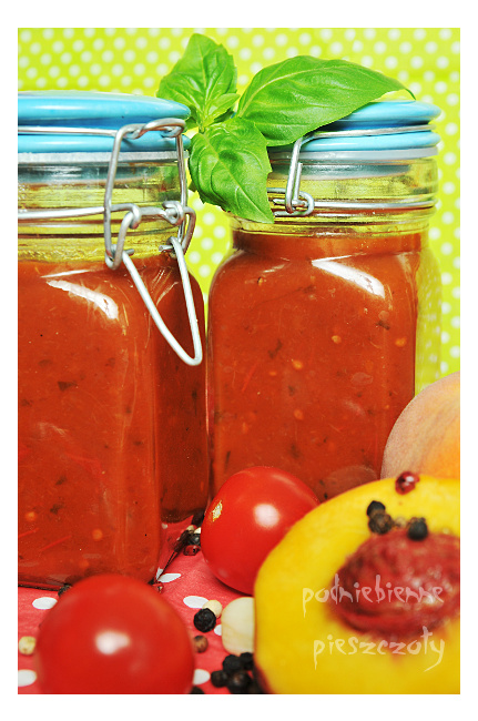 Relish pomidorowy z brzoskwiniami
