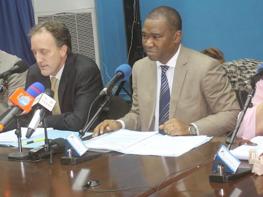 Chef de la Division des droits de l'Homme de la MOnusco, Scott Campbelle et directeur de la PID de la MOnusco, Charles-Antoine Bambara, à la conférence hebdomadaire de l'Onu du 6 août. Radio Okapi/Ph J. Bompengo.