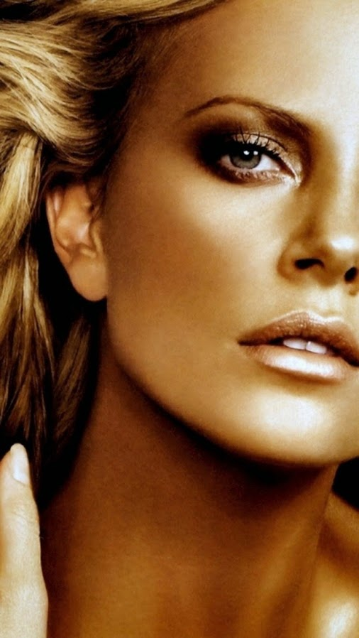 CHARLIZE THERON - VICTORIA´S SECRET GOOGLE +