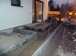 Die Terrassen vor den Kinderzimmern werden angelegt