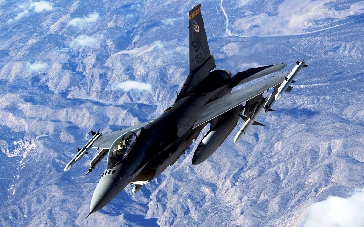 F-16 Fighting Falcon, Foto Jet Tempur 4