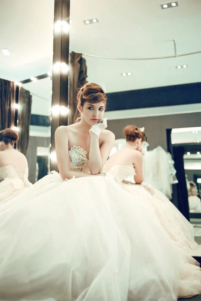 Mẫu Tây Andrea Aybar kiêu sa trong váy cưới trắng - Ảnh 9