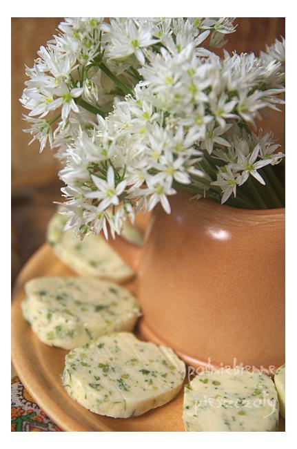 Masło z kwiatami czosnku niedźwiedziego